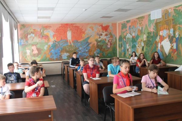 В Гайдаровской комнате Дворца пионеров